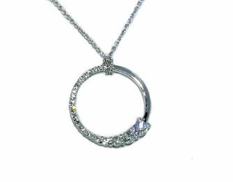 Graduating shared prong diamond circle pendant