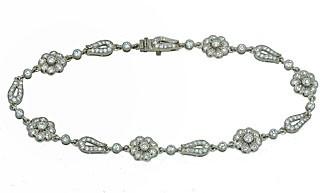 Flower looped link pave' diamond bracelet 18k